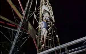Putus Cinta, Terkena PHK dan Problem Keluarga, Pemuda ini Nekat Panjat Menara TVRI