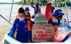 Satpolair Polres Katingan Salurkan Bansos dan Nasi Bungkus kepada Korban Banjir