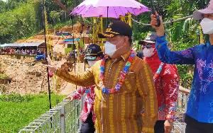 Bupati Kotim Resmikan Jembatan Gantung Desa Rantau Sawang