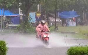 Hujan Deras Mengguyur Sampit, Warga Khawatir Banjir Susulan