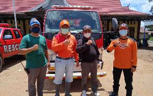 BPBD Damkar Kirim Bantuan Air Bersih ke Warga Terdampak Banjir di Pematang Karau