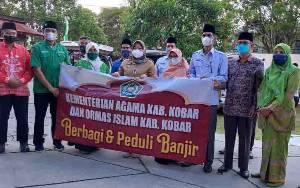 Kemenag Kobar Bersama Ormas Islam Salurkan Bansos untuk Korban Banjir