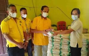 Partai Golkar Barito Timur Bagikan Beras 5 Kilogram ke Peserta Vaksinasi