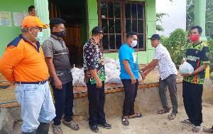 Warga Terdampak Banjir di Desa Malintut dan Ampah Kota Terima Bantuan