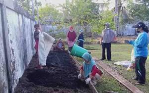 Kelurahan Kuala Pembuang I Bentuk Kelompok Wanita Tani