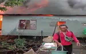 2 Rumah Warga Desa Bapinang Hulu Terbakar