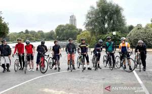 Komunitas Pesepeda RI di London Sambangi Kota Oxford untuk Galang Dana