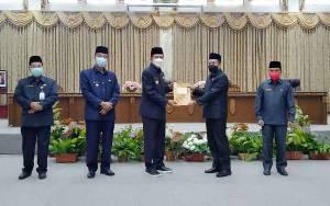 Bupati Barito Utara Serahkan Jawaban Terhadap Pemandangan Umum Fraksi DPRD
