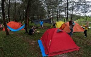 Kamping di Pantai Sungai Bakau Bisa Jadi Alternatif Liburan Keluarga