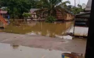 Debit Sungai Aruta kembali Naik dan Banjir Ancam Genangi Rumah Warga