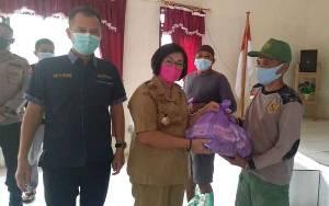 Bupati Gunung Mas Salurkan Bansos untuk Korban Banjir di Kecamatan Rungan Hulu