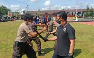 Satbinmas Polres Kapuas Beri Pelatihan Beladiri Polri kepada Satpam