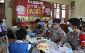 Pelajar SMPN 2 Kuala Kapuas Divaksin Covid-19
