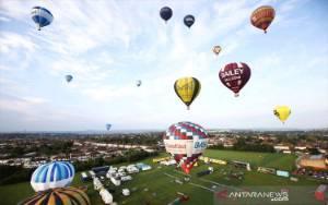 Seorang Pria Tewas Terjatuh dari Balon Udara