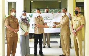 Sukseskan Program Vaksinasi Covid-19, Abdul Rasyid Foundation Salurkan Bantuan Pakaian Pendukung Vaksinator