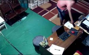 Aksi Pencurian Ponsel di Rental Mobil Terekam CCTV, Korban Minta Segera Kembalikan