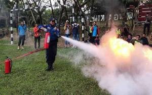 Damkar Kobar Gelar Simulasi Penanggulangan Kebakaran Bersama Karyawan PT SSMS Tbk