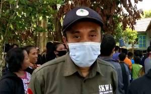 Petugas BKSA Kalteng Lakukan Pengecekan Buaya di Luwuk Kiiri Katingan