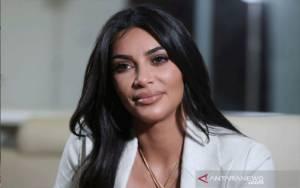 Kim Kardashian West Kolaborasi dengan Fendi untuk Koleksi Baru